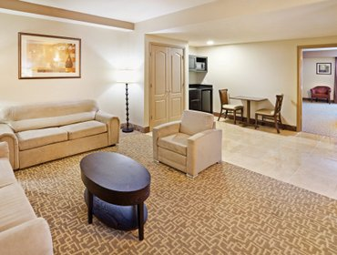 Апартаменты Holiday Inn Hotel & Suites Beaufort at Highway 21