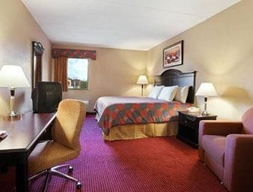Апартаменты Days Inn and Suites Jeffersonville IN