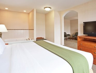 Апартаменты Holiday Inn Express Hotel & Suites Howell