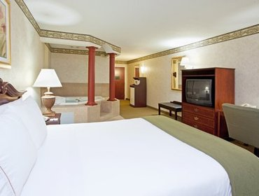 Апартаменты Holiday Inn Express Hotel & Suites Youngstown - North Lima/Boardman