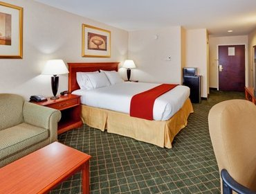 Апартаменты Holiday Inn Express Hotel & Suites Gibson