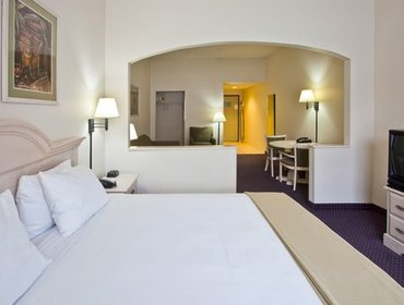 Апартаменты Holiday Inn Express Hotel & Suites Plant City