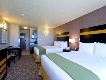 Апартаменты Holiday Inn Express and Suites Dawson Creek